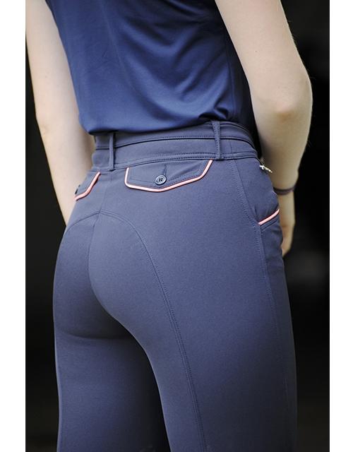 pantalon d'équitation bleu marine et point sellier corail Pénélope Leprevost